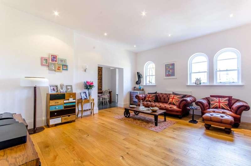 2 Bedrooms Flat for sale in Princess Park Manor, Friern Barnet, N11