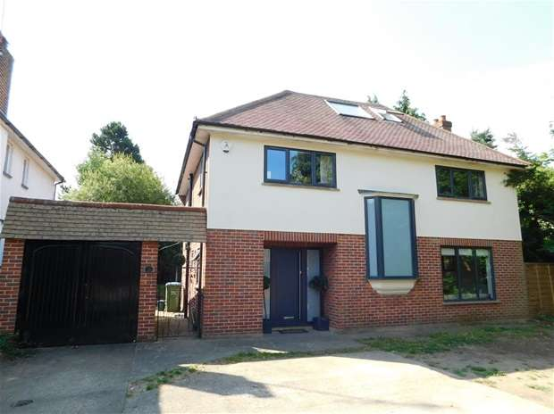 5 Bedrooms Detached House for sale in Sugden Road, Thames Ditton