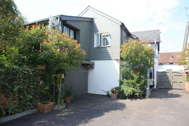 2 Bedrooms Maisonette Flat for sale in Horsell, Woking, Surrey