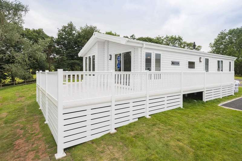 2 Bedrooms Lodge Character Property for sale in Dawlish, Devon