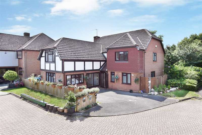 5 Bedrooms Detached House for sale in WEALD CLOSE, LOCKS HEATH