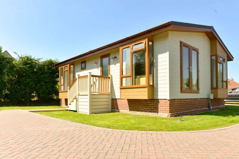 2 Bedrooms Park Home Mobile Home for sale in West Side, N Littleton, Worcestershire, WR11