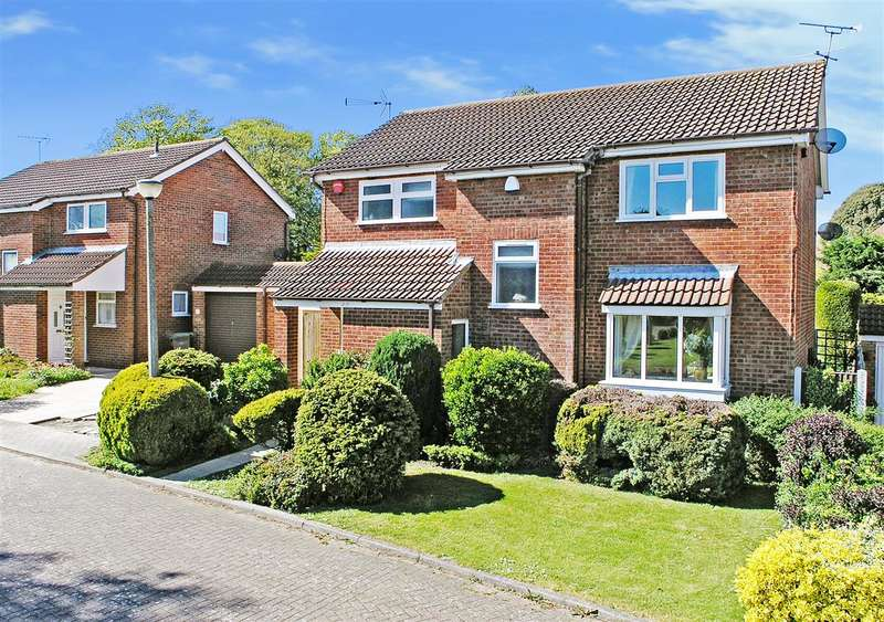 4 Bedrooms Detached House for sale in Park Wood Close, Broadstairs