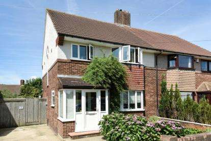 3 Bedrooms Semi Detached House for sale in The Course, London