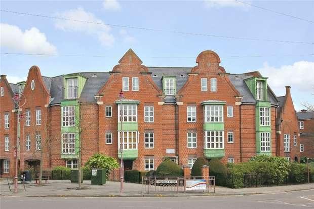 2 Bedrooms Flat for sale in Watling Street, RADLETT, Hertfordshire