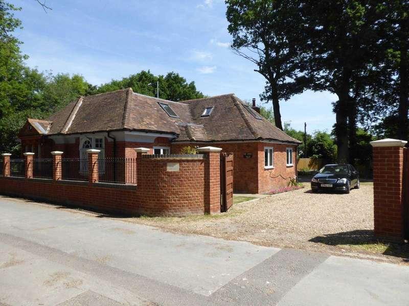 4 Bedrooms Detached House for rent in Wokingham Road, Earley
