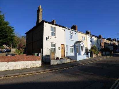2 Bedrooms Semi Detached House for sale in Newport, Isle Of Wight