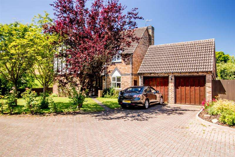 4 Bedrooms Detached House for sale in Lea, Ross on Wye