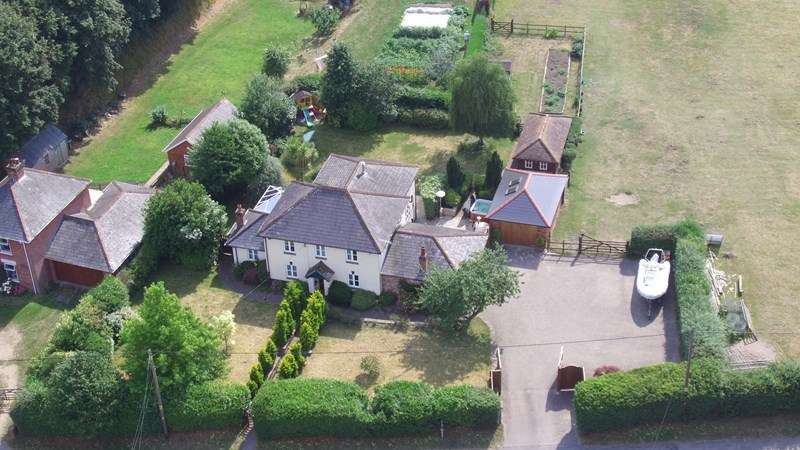 4 Bedrooms Detached House for sale in Sopley, Christchurch