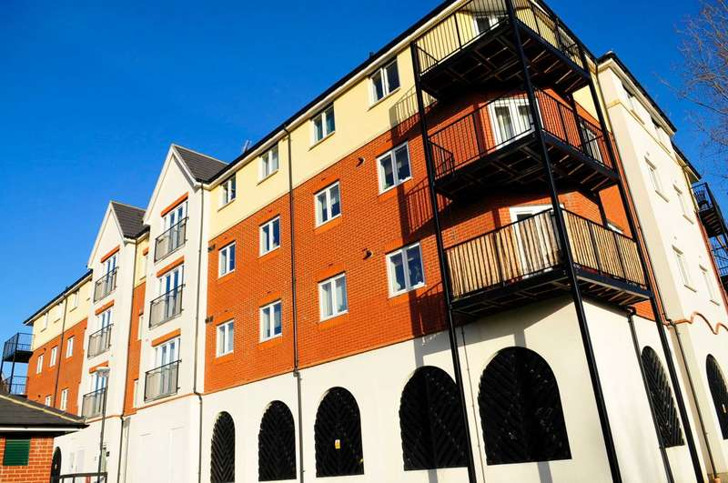 2 Bedrooms Apartment Flat for sale in Long Acre House, Thamesmead West, SE28 0PB