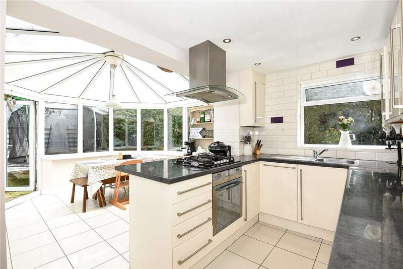 2 Bedrooms Maisonette Flat for sale in Pennylets Green, Stoke Poges, Buckinghamshire, SL2