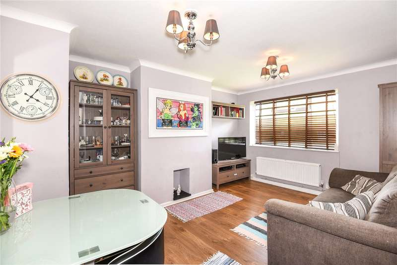 2 Bedrooms Maisonette Flat for sale in Somerford Close, Pinner, Middlesex, HA5