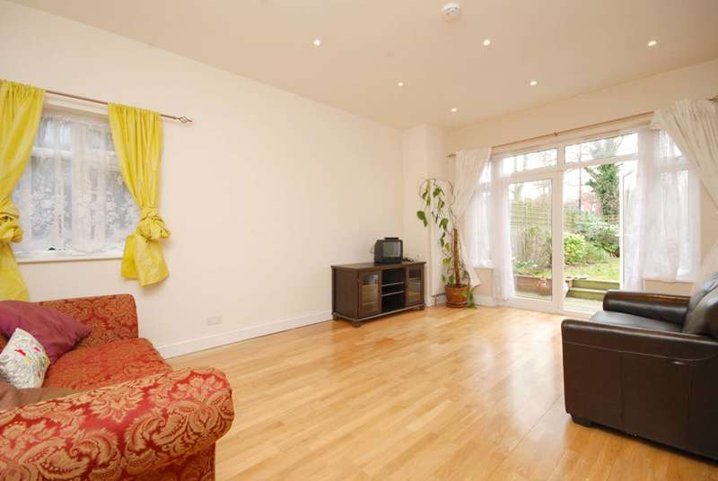 3 Bedrooms Maisonette Flat for sale in Chatsworth Road, Mapesbury Estate, NW2