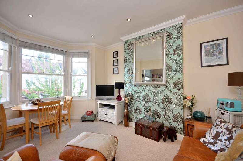 2 Bedrooms Flat for sale in Seely Road, Tooting, SW17