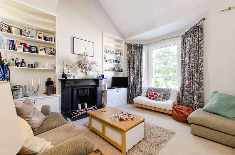 2 Bedrooms Flat for sale in Mysore Road, Clapham Junction, SW11