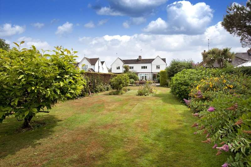 4 Bedrooms Semi Detached House for sale in Hillside, Horsham