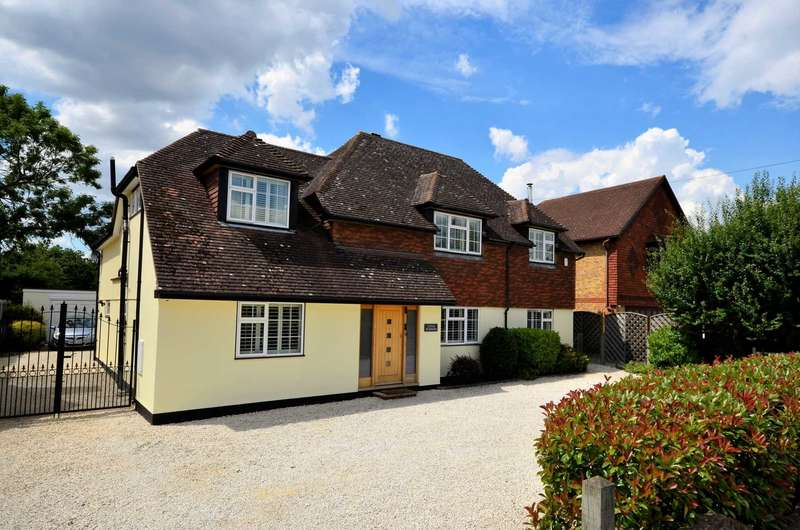 5 Bedrooms Detached House for sale in Church Road, Ramsden Bellhouse