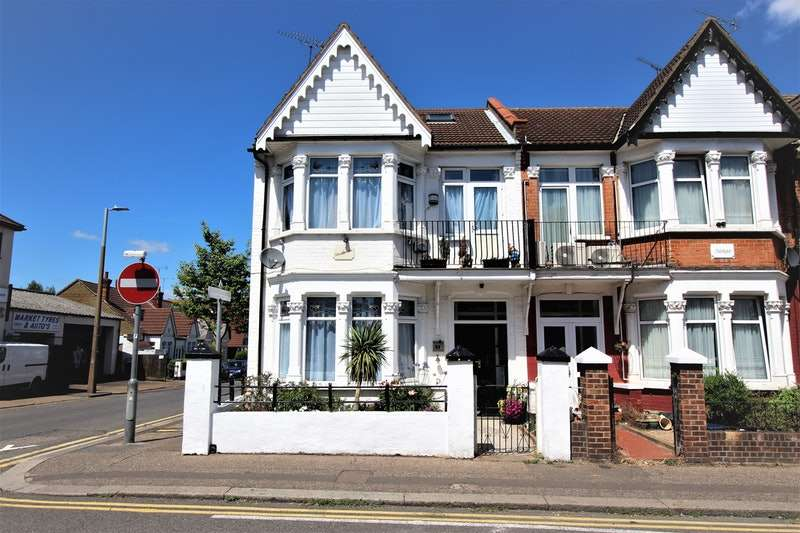 3 Bedrooms End Of Terrace House for sale in Westborough Road, Westcliff-on-Sea, Essex, SS0