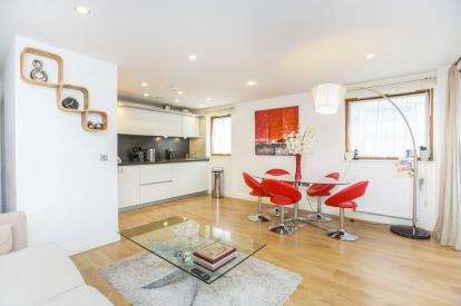 2 Bedrooms Flat for sale in 8 Trevithick Way, Bow, London