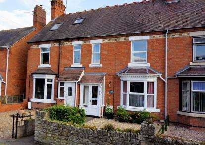 3 Bedrooms Terraced House for sale in Pershore Road, Evesham, Worcestershire, .