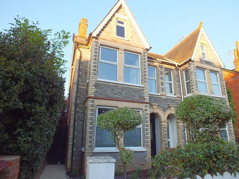 6 Bedrooms House for rent in Waverley Road, Reading