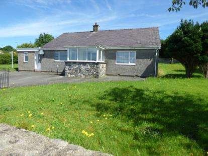 2 Bedrooms Bungalow for sale in Deiniolen, Caernarfon, Gwynedd, LL55