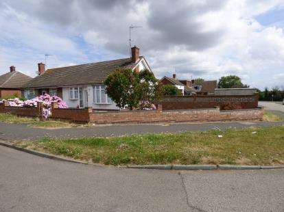 2 Bedrooms Bungalow for sale in Edgehill Road, Duston, Northampton, Northamptonshire
