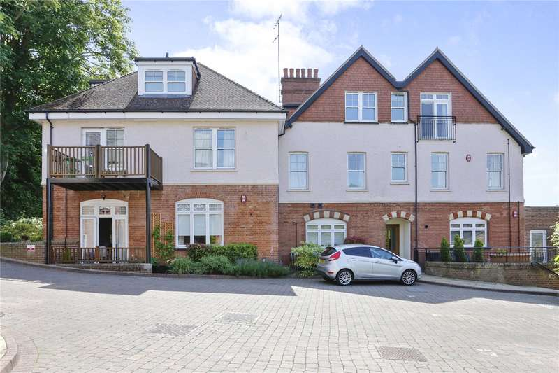 2 Bedrooms Flat for sale in Betjeman Gardens, Chorleywood, Rickmansworth, Hertfordshire, WD3