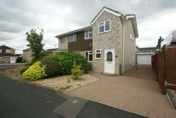 3 Bedrooms Semi Detached House for sale in Barton Close, Andover