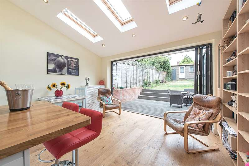 3 Bedrooms Terraced House for sale in Barrenger Road, London, N10