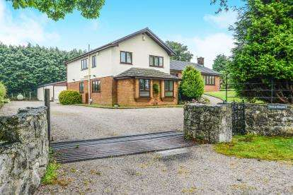 4 Bedrooms Detached House for sale in Brynford, Holywell, Flintshire, CH8