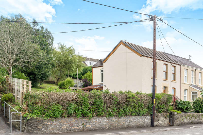 3 Bedrooms Semi Detached House for sale in Carmarthen Road, Fforest, Swansea