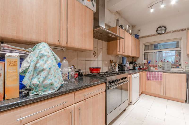 4 Bedrooms House for sale in Peterborough Road, Leyton, E10