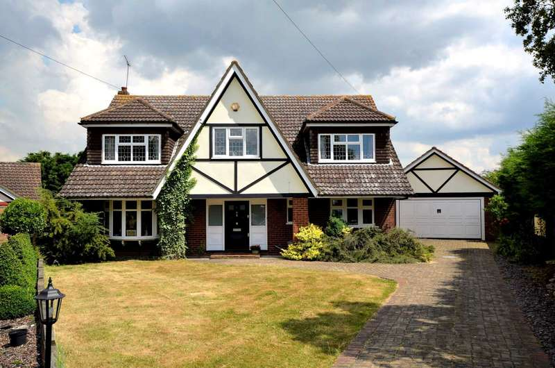 5 Bedrooms Detached House for sale in Staceys Mount, Billericay