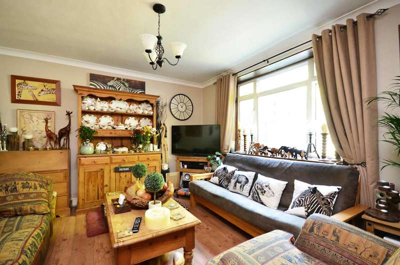 3 Bedrooms End Of Terrace House for sale in Lambourne Crescent, Sheerwater, GU21