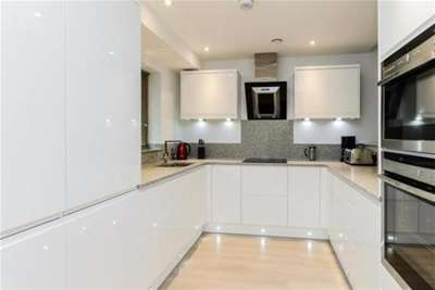 2 Bedrooms Flat for rent in Castle Point, The Park Estate, NG7