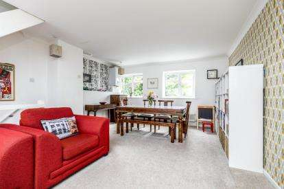 3 Bedrooms Terraced House for sale in Southsea, Hampshire, United Kingdom