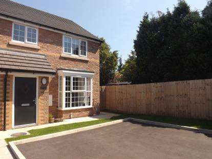 3 Bedrooms Semi Detached House for sale in Ford Farm Close, Warrington, Cheshire