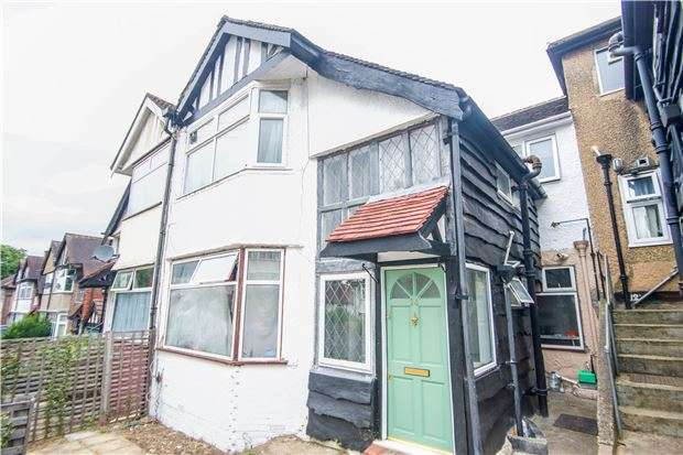 2 Bedrooms Maisonette Flat for sale in Oak Tree Dell, KINGSBURY, NW9 0AB