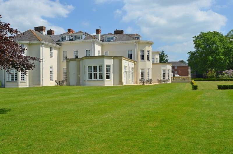 2 Bedrooms Apartment Flat for sale in 2 Cawston House, Lime Tree Village