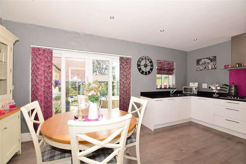3 Bedrooms Semi Detached House for sale in Jackdaw Way, Halling, Rochester, Kent