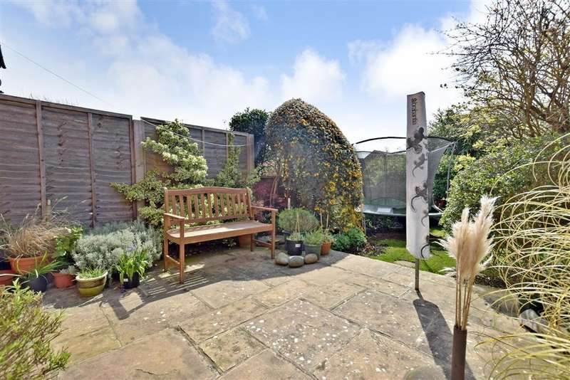 2 Bedrooms Terraced House for sale in Dinsdale Gardens, Rustington, West Sussex