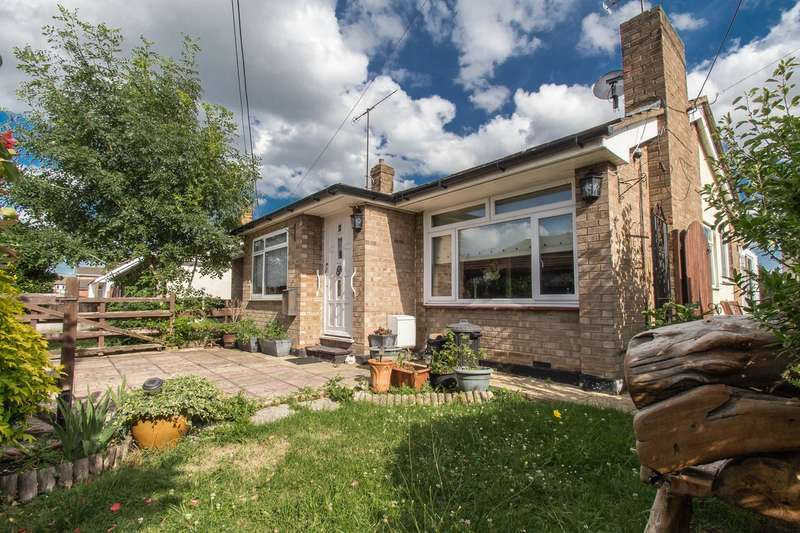 2 Bedrooms Semi Detached Bungalow for sale in Arcadia Road, Canvey Island, SS8