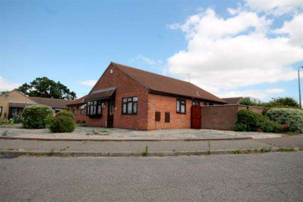 3 Bedrooms Bungalow for sale in Litchfield Close, Clacton on Sea