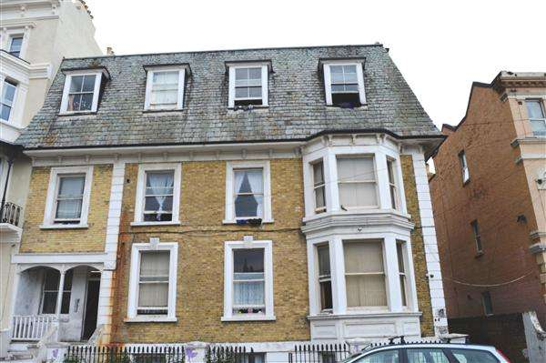 2 Bedrooms Apartment Flat for sale in Dalby Square, Margate