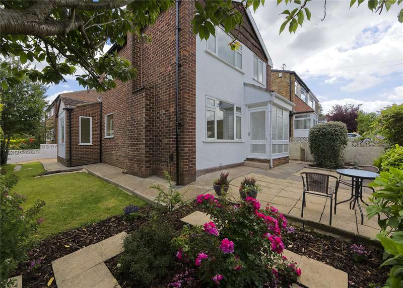 3 Bedrooms Detached House for sale in Smalewell Road, Pudsey, West Yorkshire, LS28