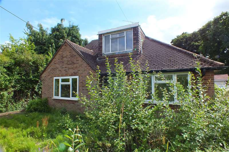 3 Bedrooms Detached House for sale in Sandhurst Lane, Darby Green, Blackwater, Hampshire, GU17