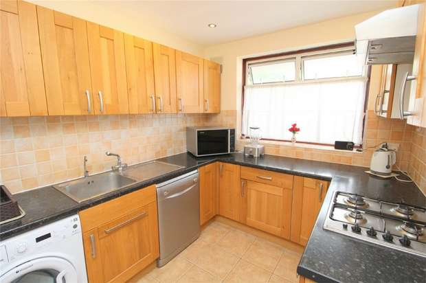 3 Bedrooms Maisonette Flat for sale in Hengrove Crescent, Ashford, Middlesex