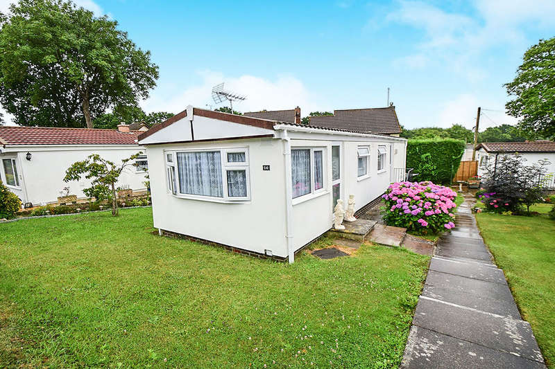 2 Bedrooms Detached Bungalow for sale in Summerlands Court, Liverton, Newton Abbot, TQ12