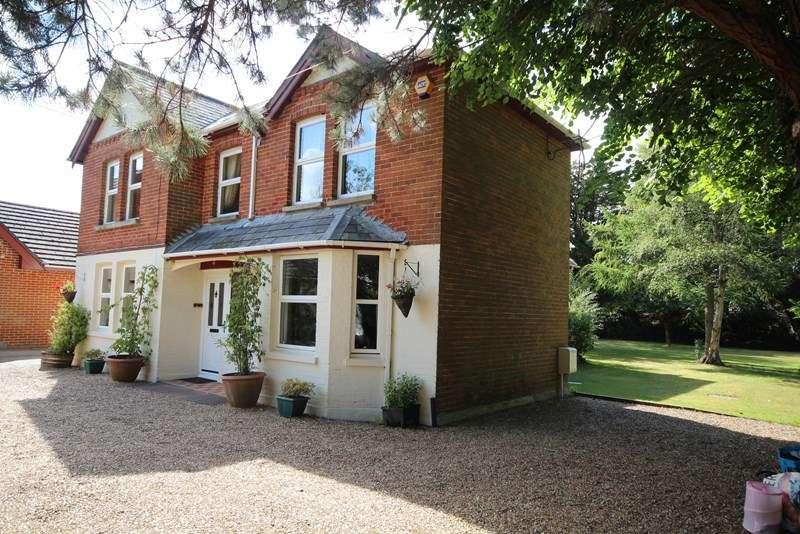 5 Bedrooms Detached House for sale in Grange Road, St. Leonards, Ringwood